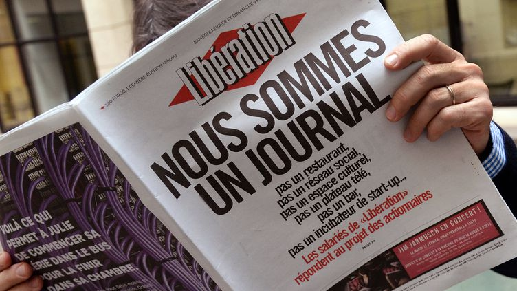 """Les salariés de """"Libération"""" répliquent au projet des actionnaires, en une du quotidien, samedi 8 février 2014. (PIERRE ANDRIEU / AFP)"""