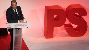 Le premier secrétaire du PS, Jean-Christophe Cambadélis, le 8 septembre 2015 au siège de son parti à Paris. (JACQUES DEMARTHON / AFP)