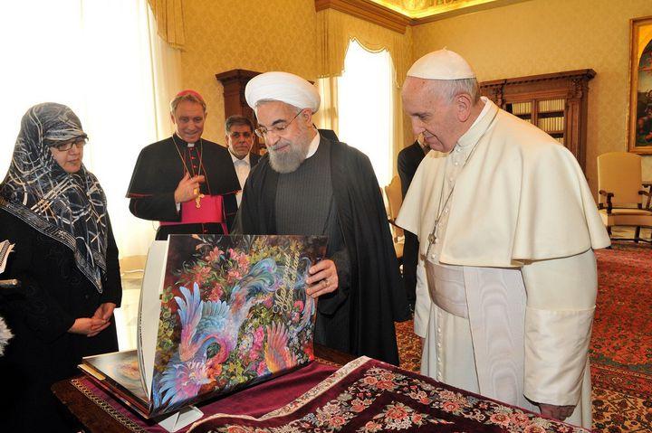 Le président iranien Hassan Rouhani et le Pape le 26 janvier 2016  (Pool iranien presidency/AFP)