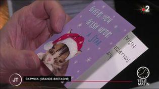 La carte de Noël acheté chez Tesco avec le message à l'aide (France 2)