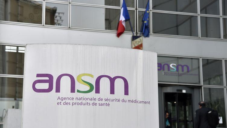 Logo de l'Agence nationale de sécurité du médicament et des produits de santé (ANSM), ausiège de l'agence, à Paris, le 17 octobre 2017. (ALAIN JOCARD / AFP)