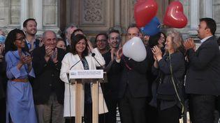 La maire socialiste de Paris, Anne Hidalgo, le 28 juin 2020 sur le parvis de l'Hôtel de Ville. (JOEL SAGET / AFP)
