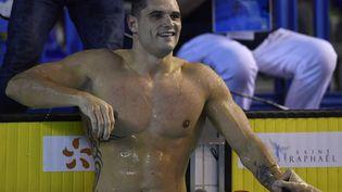 Florent Manaudou, après le 50 m nage libre masculin lors des championnats de France de natation à Saint-Raphaël, le 11 décembre 2020. (STEPHANE KEMPINAIRE / KMSP)