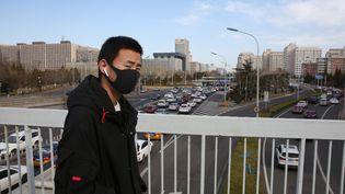 Les masques de protection restent très utilisés en Chine. Ici, à Pékin, le 12 mars 2020. (KOKI KATAOKA / AFP)