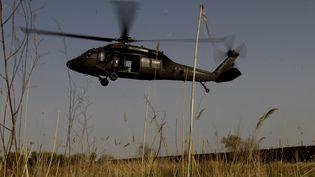 Un hélicoptère de l'armée américaine survole l'Irak, le 4 avril 2007. (MAXPPP)