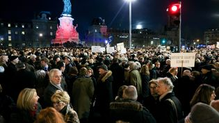 Des manifestants contre l'antisémitisme, rassemblés place de la République à Paris le 19 février 2019. (MICHEL STOUPAK / NURPHOTO / AFP)