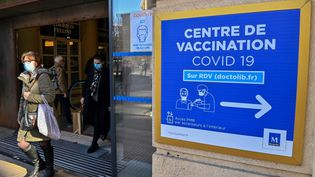Un centre de vaccination à Montpellier (Hérault), le 19 janvier 2021. (PASCAL GUYOT / AFP)