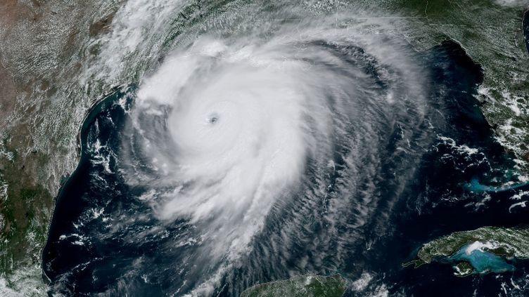 Cette image satellite montre l'ouragan Laura dans le golfe du Mexique se déplaçant vers la Louisiane, le 26 août 2020. (HANDOUT / NOAA / GOES / AFP)
