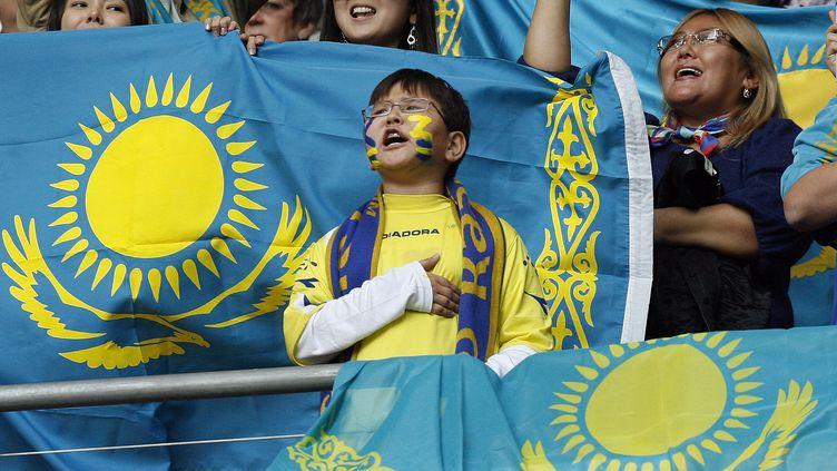 Un supporter du Kazakhstan lors d'un match contre l'Angleterre, le 11 octobre 2011 à Londres. (IAN KINGTON / AFP)