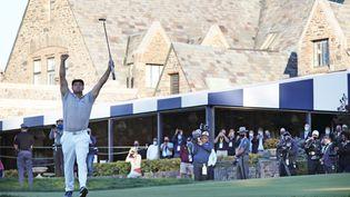 Bryson DeChambeau peut lever les bras au ciel : il vient de remporter l'US Open 2020, son premier Majeur (JAMIE SQUIRE / GETTY IMAGES NORTH AMERICA)