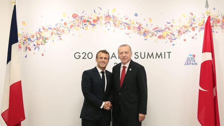 Emmanuel Macron et Recep Tayyip Erdogan lors d'une rencontre en juin 2019. (TURKISH PRESIDENT PRESS OFFICE HANDOUT / MAXPPP)