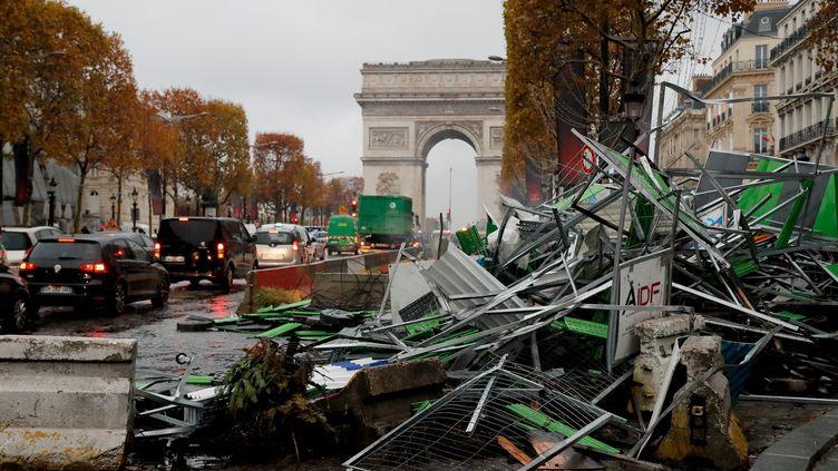 """Les Champs-Elysées au lendemain de la manifestation des """"gilets jaunes"""", le 25 novembre 2018. (FRANCOIS GUILLOT / AFP)"""