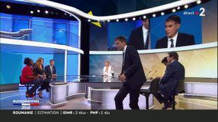 Julien Sanchez (RN) quitte le plateau de France 2, dimanche 26 mai. (FRANCE 2)