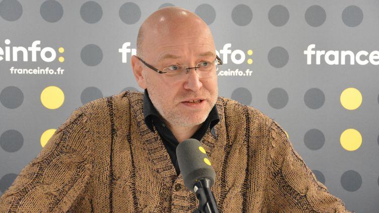 Hervé Hadmar, scénariste et réalisateur, à franceinfo, le 15 mars 2017.  (RADIO FRANCE / JEAN-CHRISTOPHE BOURDILLAT)