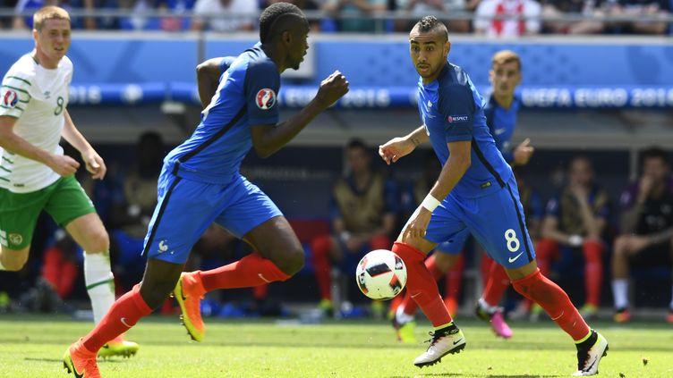Antoine Griezmann et Blaise Matuidi lors du huitième de finale contre l'Irlande, dimanche 26 juin 2016 à Lyon. (ALAIN GROSCLAUDE / AFP)