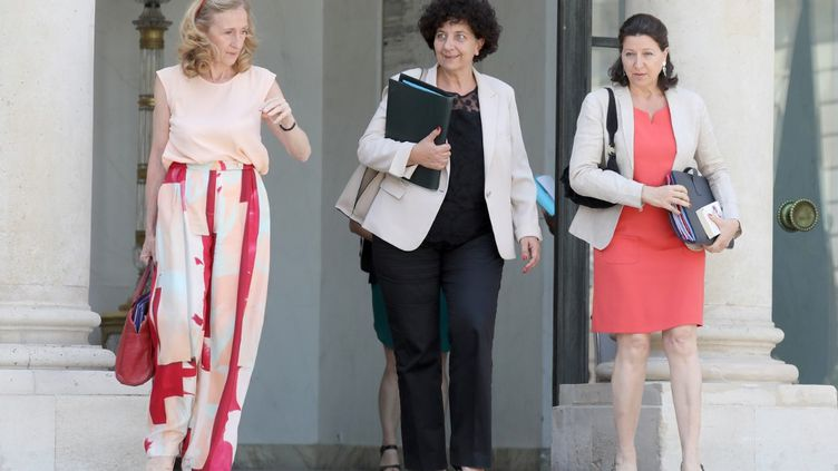 De gauche à droite : Nicole Belloubet, Frédérique Vidal et Agnès Buzyn, sur le perron de l'Elysée, le 24 juillet 2019 (LUDOVIC MARIN / AFP)