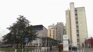 Le plan blanc a été activé à l'hôpital de Creil (Oise) le 25 février 2020. C'est dans cet établissement qu'a été admis un enseignant décédé après avoir contracté le Covid-19. (FRANCE 3)