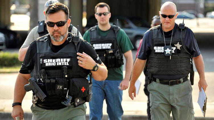 (Les officiers de police arrivent à Orlando, après l'enquête ouverte suite à une fusillade cette nuit dans une boîte de nuit © Reutersimage)