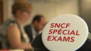 """La cellule """"spécial exams"""" mise en place par la SNCF pour acheminer les bacheliers vers leurs centres d'examens en période de grève des cheminots. (FRANCE 3)"""