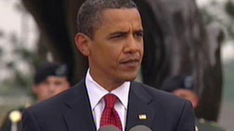 Barack Obama prononce un discours d'hommage aux combattants, à Colleville-sur-mer, le 6 juin 2009 (© France 2)