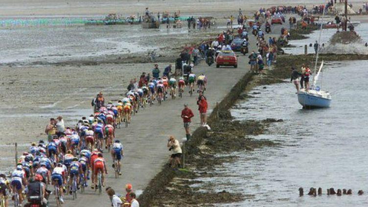 Le mythique Passage du Gois, emprunté par le peloton en 1999