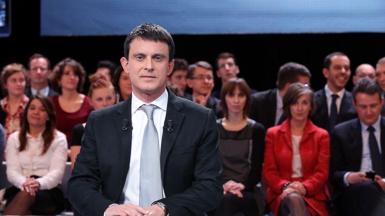 """Manuel Valls sur le plateau de l'émission de France 2 """"Des paroles et des actes"""", le 6 décembre 2012. (THOMAS SAMSON / AFP)"""