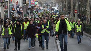 """Des """"gilets jaunes"""" manifestent à Paris, le 22 décembre 2018. (MAXPPP)"""