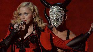 Madonna sur scène aux Grammy Awards le 8 février 2015.  (Robyn Beck / AFP)