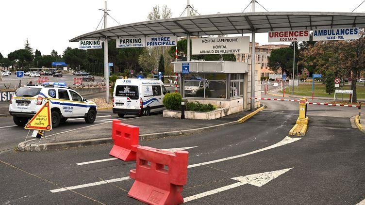 L'entrée de l'hôpital de Montpellier, en mars 2020. (PASCAL GUYOT / AFP)