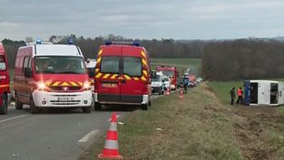 Gers : un accident entre un bus scolaire et une voiture fait 7 blessés graves (FRANCE 3)
