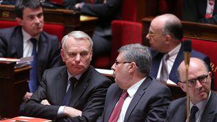 Le Premier ministre, Jean-Marc Ayrault, le ministre chargé des relations avec le Parlement, Alain Vidaliès, et le ministre de l'Economie, Pierre Moscovici, le 2 avril 2013 à l'Assemblée nationale (Paris). (PIERRE VERDY / AFP)