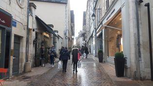La rue Coursarlon, dans le centre-ville de Bourges (Cher) le 9 janvier 2019. (SÉBASTIEN BAER / RADIO FRANCE)