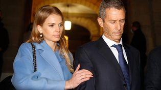 L'homme d'affaires franco-israélien Beny Steinmetz en compagnie de son avocate à la sortie du tribunal de Genève, le 22 janvier 2021. (STEFAN WERMUTH / AFP)