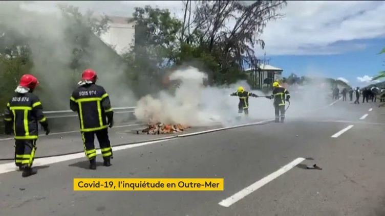 Le Covid-19 fait peur à La Réunion en provoque des heurts (FRANCEINFO)