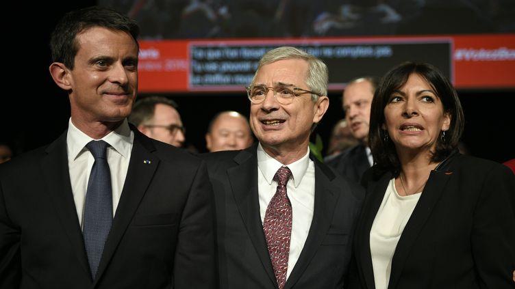 Manuel Valls, Claude Bartolone et Anne Hidalgo, le 3 décembre 2015 lors d'un meeting à Paris. (MARTIN BUREAU / AFP)