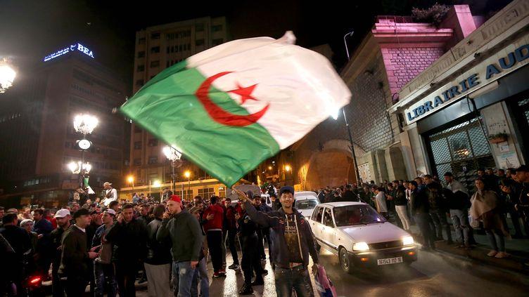 La réaction des jeunes algériensaprès le désistement d'Abdelaziz Bouteflika, à Alger, le 11 mars 2019. (BILLEL BENSALEM / APP / MAXPPP)