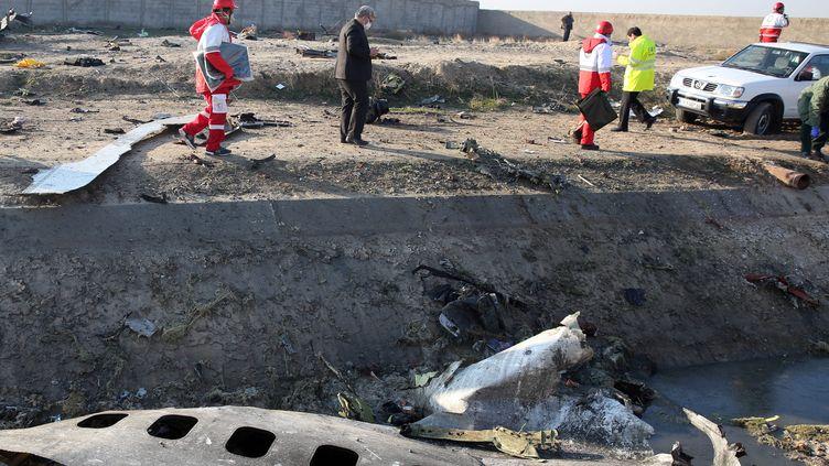 Les équipes de secours le 8 janvier 2020, sur le lieu du crash du Boeing 737 ukrainien. (- / AFP)