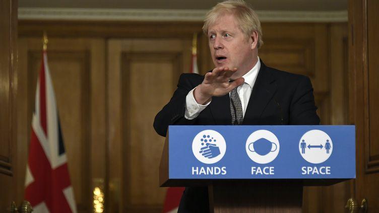 Le Premier ministre Boris Johnson annonce un nouveau confinement en Angleterre, le 31 octobre 2020. (ALBERTO PEZZALI / POOL / AFP)