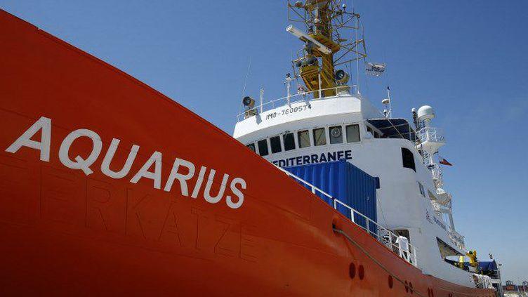 L'odyssée de l'«Aquarius», navire chargé de migrants, refusé par l'Italie, non accueilli par la France, finalement pris par l'Espagne... symbolise les difficultés de l'Europe face à la question migratoire. (PAU BARRENA / AFP)