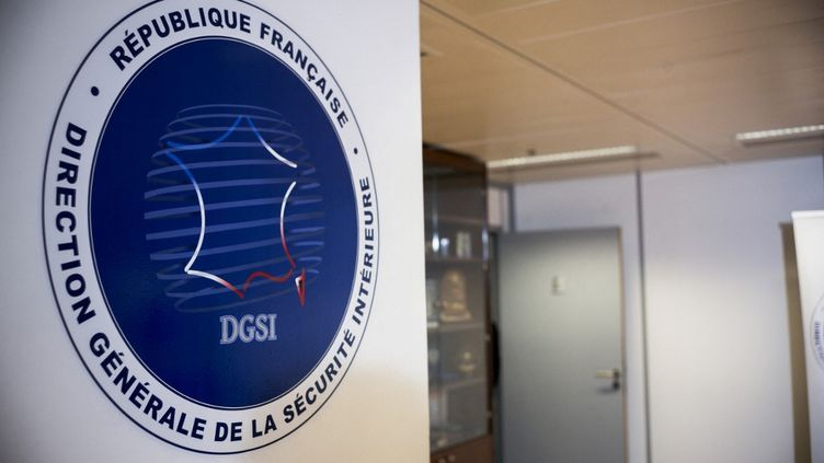 Le logo de la direction générale de la sécurité intérieure (DGSI), à son siège de Levallois-Perret (Hauts-de-Seine), le 5 novembre 2018. (ARTHUR NICHOLAS ORCHARD / HANS LUCAS / AFP)