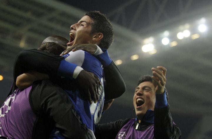 L'explosion de joie de James Rodriguez après son but tardif. (MIGUEL RIOPA / AFP)