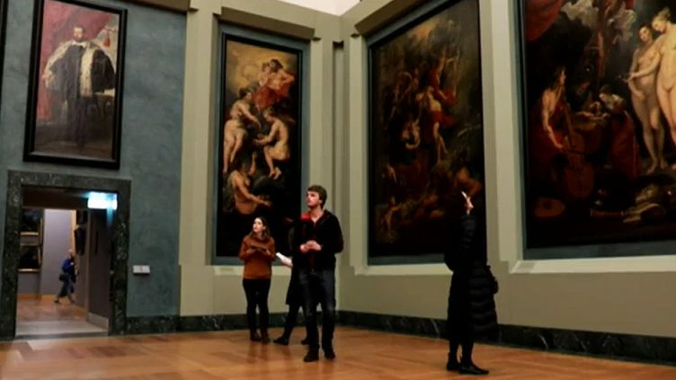 Chasse aux trésors dans l'aile Richelieu du musée du Louvre  (Capture d'écran / France 2)