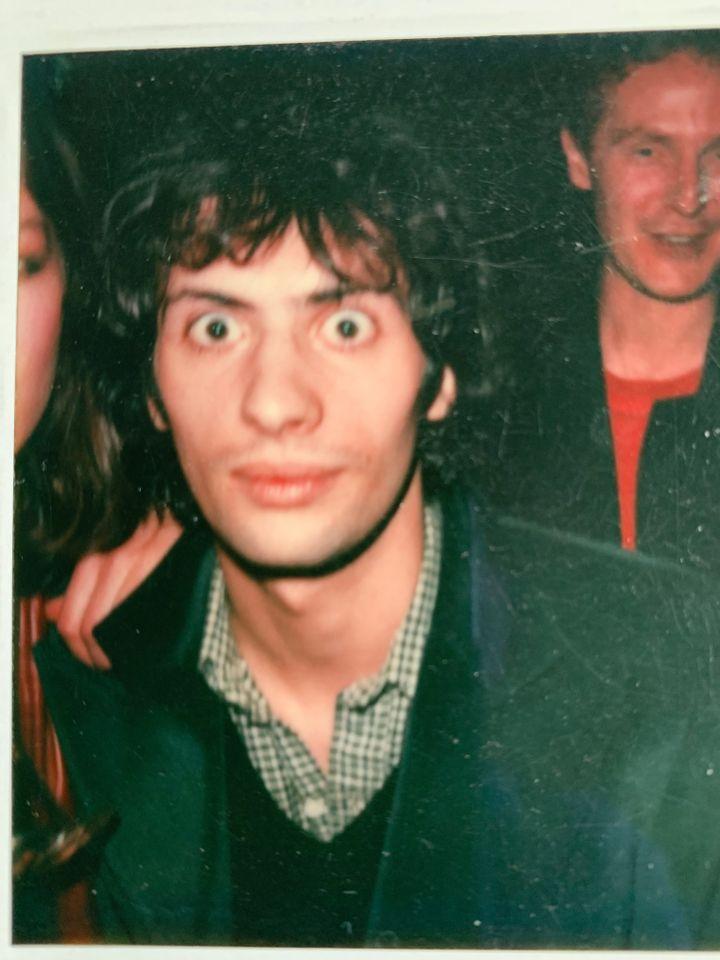 Le manager du groupe Téléphone François Ravard dans les années 70, devant Malcolm McLaren. (FRANCOIS RAVARD)