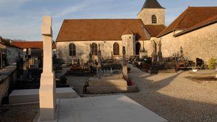 La tombe du général de Gaulle dans le cimetière de Colombey-les-Deux-Eglises (Haute-Marne), le 31 mars 2011. (ANTOINE LORGNIER / ONLY FRANCE)