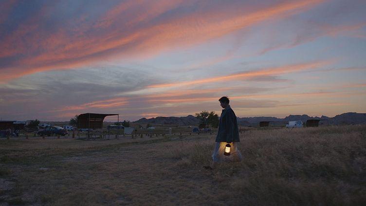 """Photo du film """"Nomadland"""" de Chloe Zhao (qui figure également dans l'affiche). (SEARCHLIGHT PICTURES)"""