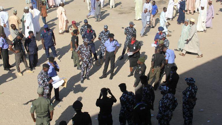 Des policiers au Nigeria, le 28 novembre 2020. (AUDU MARTE / AFP)