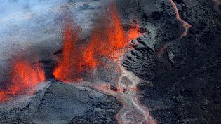 Le piton de la Fournaise en éruption à La Réunion, le 15 septembre 2018. (RICHARD BOUHET / AFP)