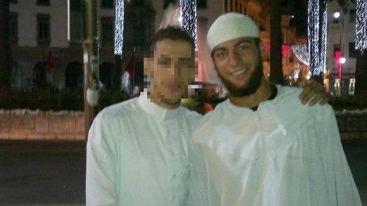 D'après les informations de France 2, l'homme avec le bonnet blanc estAyoub El Khazzani, le tireur interpellé dans le train Thalys, le 21 août 2015. Ce cliché est la photo de profil de son compte Facebook. (AYOUB EL KHAZZANI / FACEBOOK)
