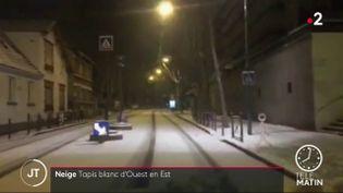 De la neige sur une route d'Ile-de-France mercredi 10 février (France 2)