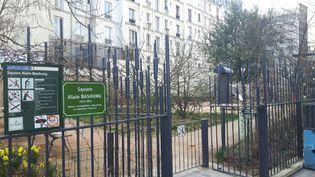 Derrière les grilles de ce square du quartier de la Goutte-d'Or, dans le XVIIIe arrondissement de Paris, des mineurs isolés basculent dans la toxicomanie. (JÉRÔME JADOT / RADIO FRANCE)